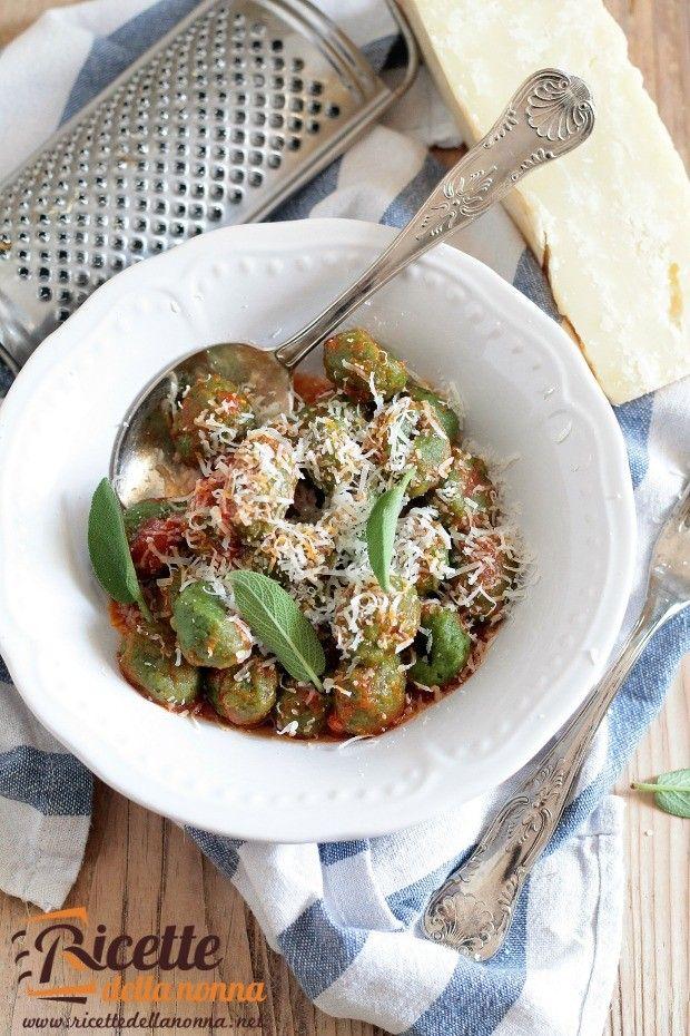 Foto gnudi toscani alla ricotta e spinaci