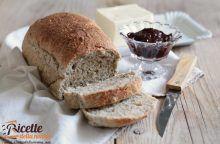Pane ai semi di chia per la colazione