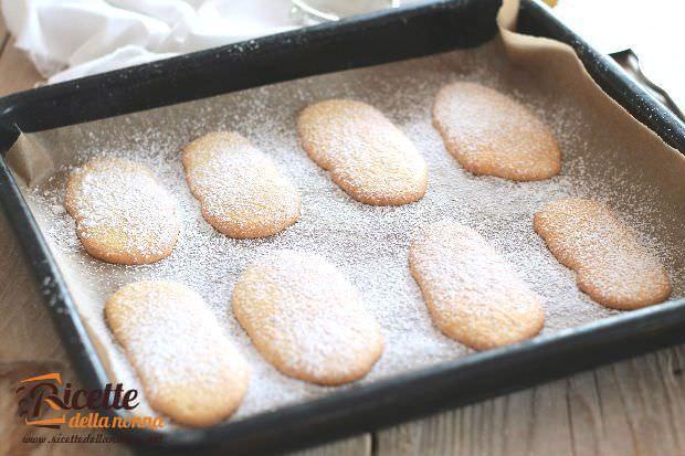 Preparazione biscotti sardi 3