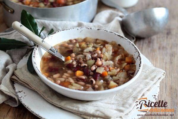 La buzzega, una ricca zuppa di legumi