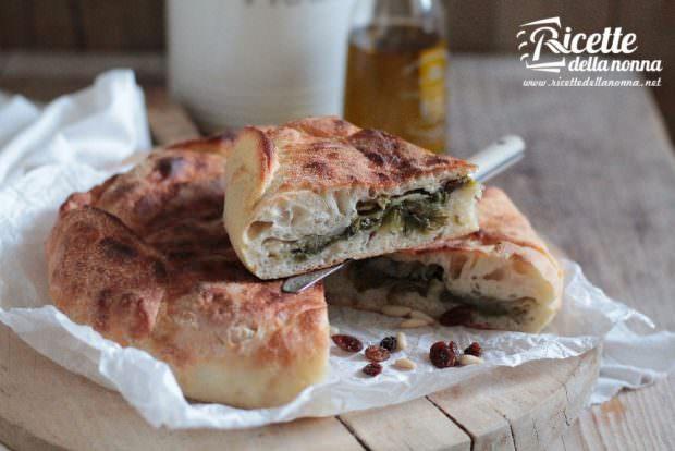 Pizza di scarola napoletana ricetta e foto