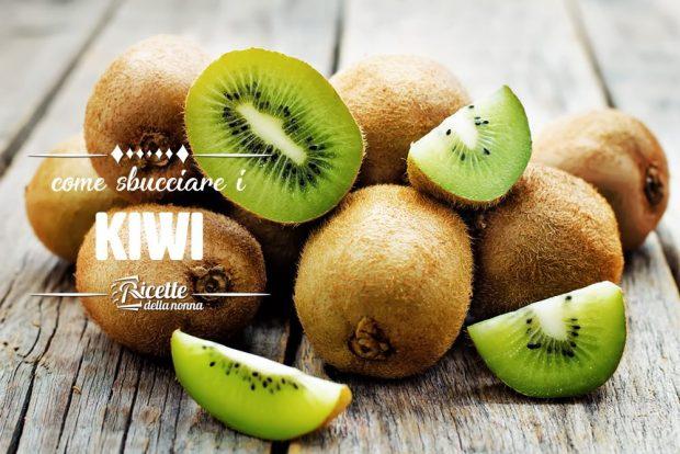 Sbucciare i kiwi