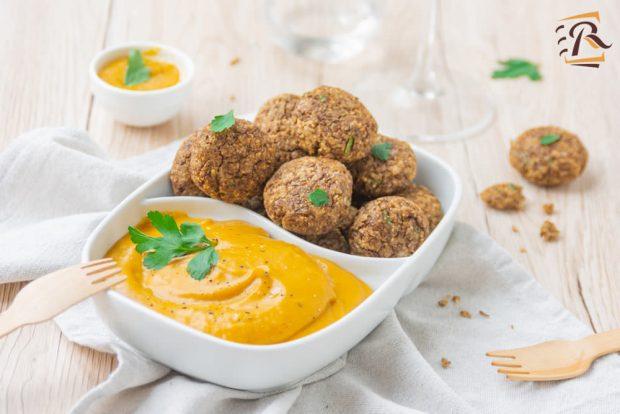 Hummus di vellutata di zucca con falafel
